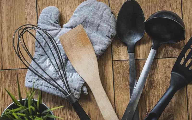 principais tipos de material de utensílios de cozinha